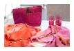 Außergewöhnlich geschmackvolle Taschen und Tücher in ansprechenden Dessins aus vielen Ländern.